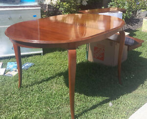 Gibbard Dining Table with two leaves - Excellent Condition