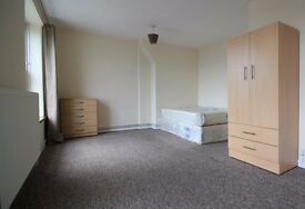 Rooms are available to rent in this 4-bedroom flat in Greenwich.