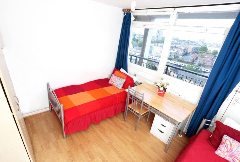Twin room available NOW near TOWER Bridge 07706814372