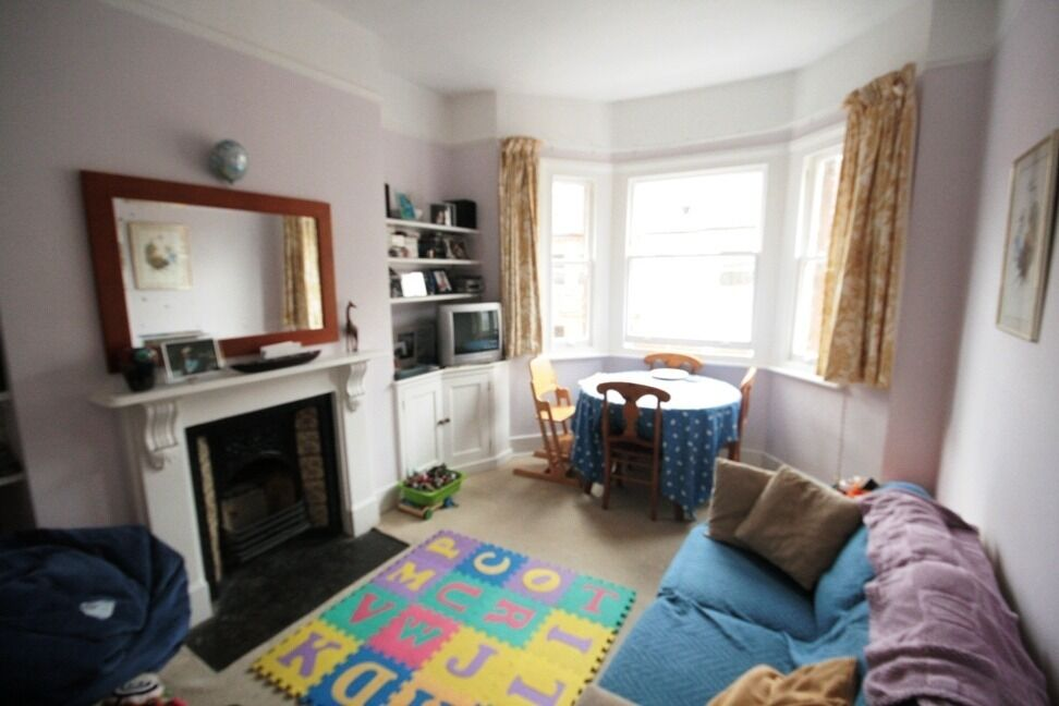 Modern and bright 3 bed in Oval