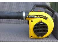 Mcculloch petrol leaf blower in very good condition