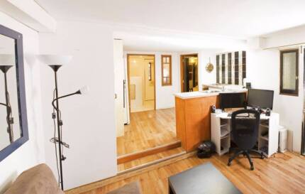 GRANNY FLAT PRIVATE ENTRY - ANNERLEY NR PUBLIC TRANSPORT