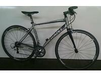 Giant Lightweight Hybrid Bike In Excellent Condition RRP £949.00