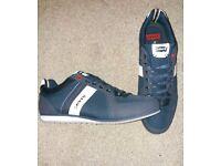 Levi's mens shoes size 10
