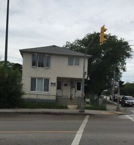 4BR downtown available in Aug 1
