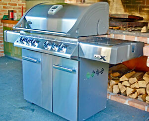 BLOWOUT Napoleon BBQ's (MADE IN CANADA) Cash&Carry