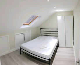 Luxury double room available now 2min walk to Leyton tube station Cent