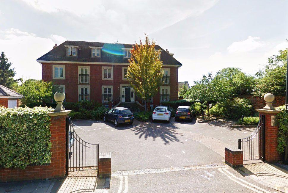 2 bedroom flat in Syon court, London Road, Brentford, TW8