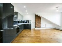 HUGE 3 BED - STUNNING INTERIOR - VICTORIAN CONVERSION - REIGHTON ROAD