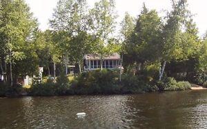 Mauricie chalet luxueux avec SPA lac souris St Mathieu