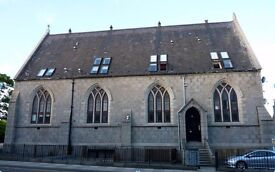 1 Bedroom Flat in Church Conversion with Private Parking: Fully Furnished