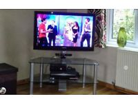 samsung 40 inch flat tv and floating glass tv stand