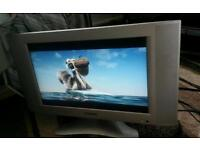 Hyundai 19 inch screen TV £ 20