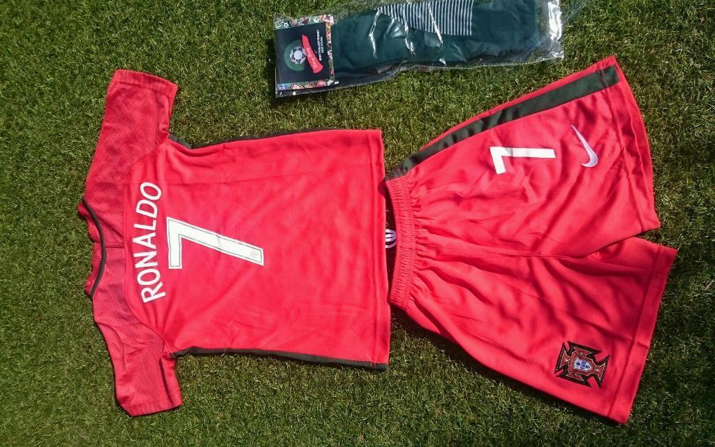 Portugal Football Kit with Ronaldo print age 5-6  51b9a9cb9