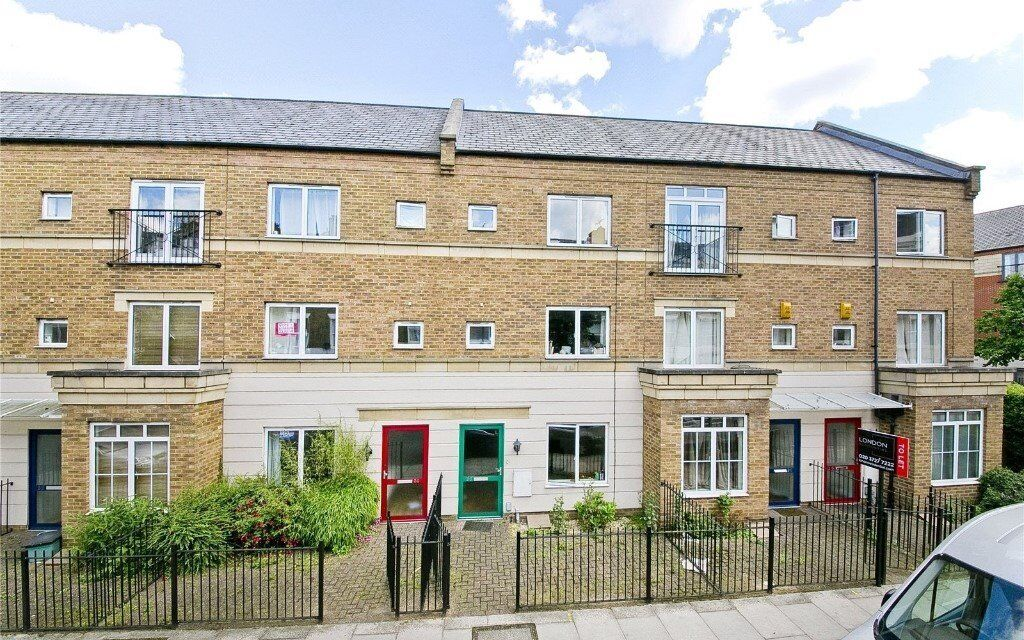 FANTASTIC 4 BEDROOM, 2 BATHROOM HOUSE IDEALLY PLACED FOR THE AMENITIES OF HOLLOWAY, ARCHWAY & CAMDEN