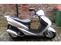 Sym 125 2keys v5 12,months mot good condishon fast littel moped grab a bargin