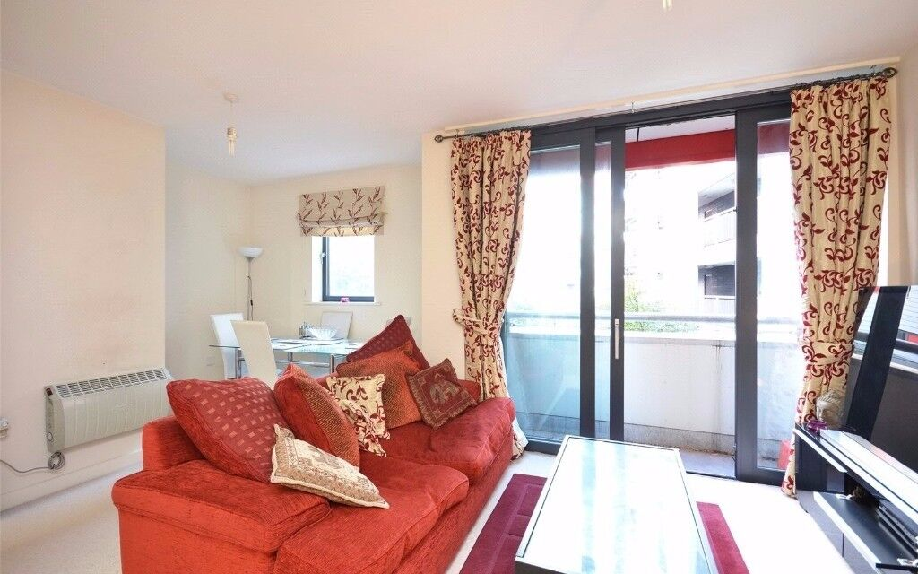 **ONE DOUBLE BEDROOM FLAT IN ARSENAL WITH BALCONY!