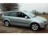 2005 FORD FOCUS 1.6 ZETEC CLIMATE ESTATE 1 YEARS MOT & TAX DRIVES LOVELY 50 MPG