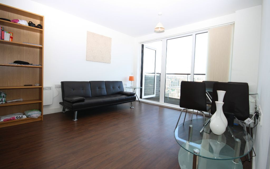Immaculate 1 bed apartment located in Tarves way, the sought after Rubicon development in Greenwich