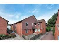 A large one bed apartment situated just a short walk away from Surrey Quays Station