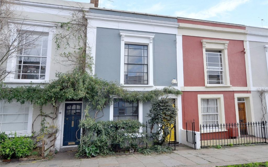 TWO BEDROOM FLAT- REFURBISHED -GARDEN- MODERN- BRIGHT RECEPTION- CLOSE TO TUBE