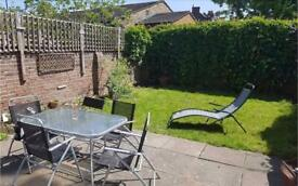 Double room with en-suite in friendly share house in South Ealing