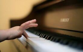 FREE PIANO LESSON IN GLASGOW