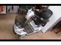 EXCELLENT CONDITION Invacare Leo Midi Mid Size 2014 Mobility Scooter 4mph In Silver