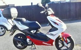 2016 Yamaha aerox 50cc, only done 850 miles