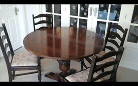 REDUCED £275 Extending Oak table with 6 upholstered chairs. Beautiful condition.