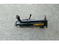 Mondeo car jack and owner manual