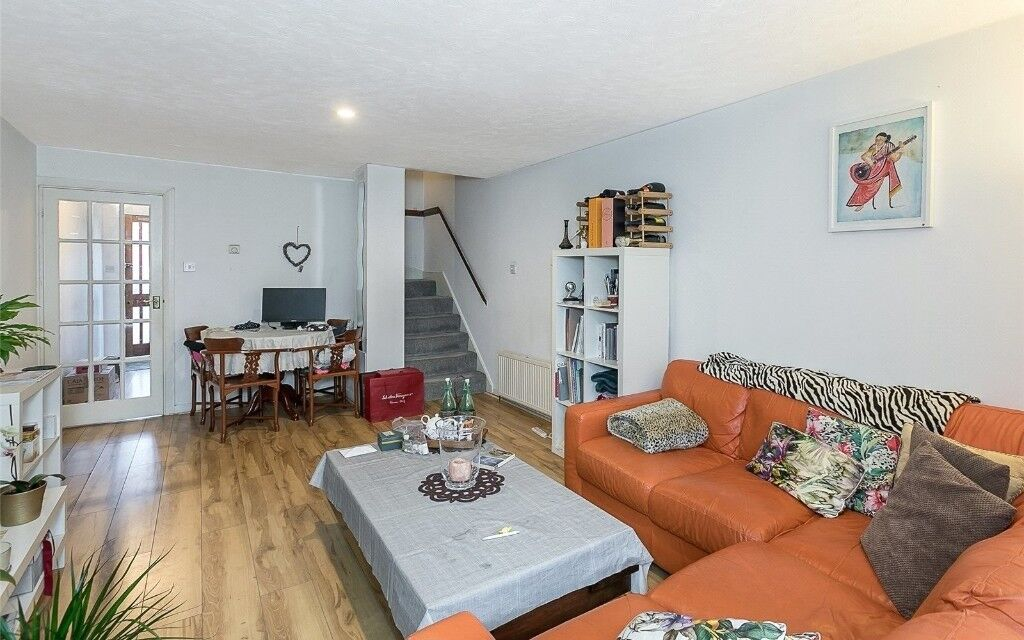 **stunning two bedroom garden flat in camden! available 03/03/18! £430pw! - £1863.33pcm!**