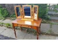 Pine dressing table with triple mirror