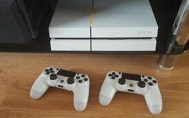 PlayStation 4 2 controllers 2 games