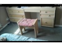 Good sturdy bedroom suite. Ideal for painting and upgrading