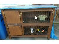 Beautiful 2 story rabbit hutch In vgc .