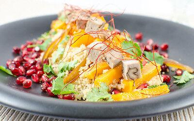 Exotik gefällig? Couscous mit Granatapfel und Walnuss-Tofu ist nicht nur gesund, sondern auch lecker. (© Veganblatt.com)