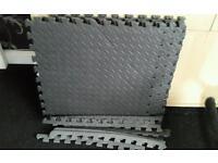 Interlocking jigsaw foam mats