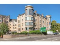 Luxury affordable 2 bed (sleeps up to 6) modern apartment, Kings Hall, South Belfast with parking