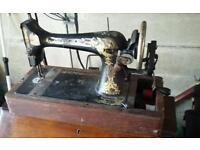 Vintage Singer sewing machine in working order!