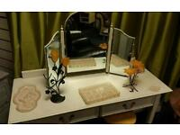 Vintage cream shabby chic dressing table and mirror