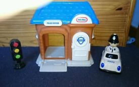 Little Tikes Police Station, Policeman, Police Car & Traffic Lights