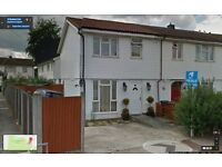 **SPACIOUS 3/4 BEDROOM HOUSE READY TO MOVE IN DAGENHAM,(RM10) MNS FROM DAGENHAM EAST STATION