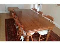 Solid wood dining table and 6 chairs in lovely condition