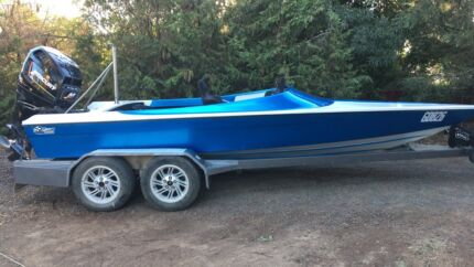 19' foot Kaos with 300x Promax Mercury ski race boat