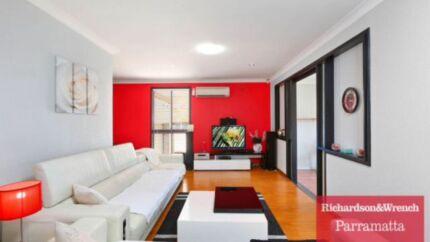 Kelvin Giormani genuine leather lounge Pendle Hill Parramatta Area Preview