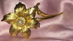 Vintage Brooch Boucher