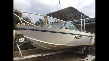 Aluminium trailcraft boat