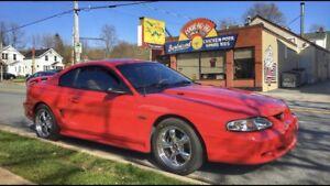 Ford Mustang Gt 5 speed V8