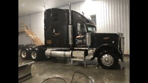 REDUCED 2007 Freightliner Classic - PRE-EMISSIONS